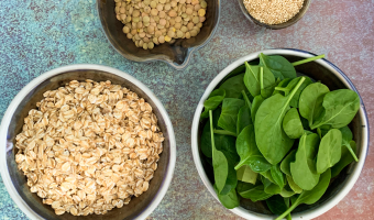 Magnesium rich foods: oats, lentils, spinach, chia seeds and hemp hearts
